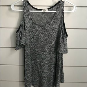 Umgee cold shoulder shirt